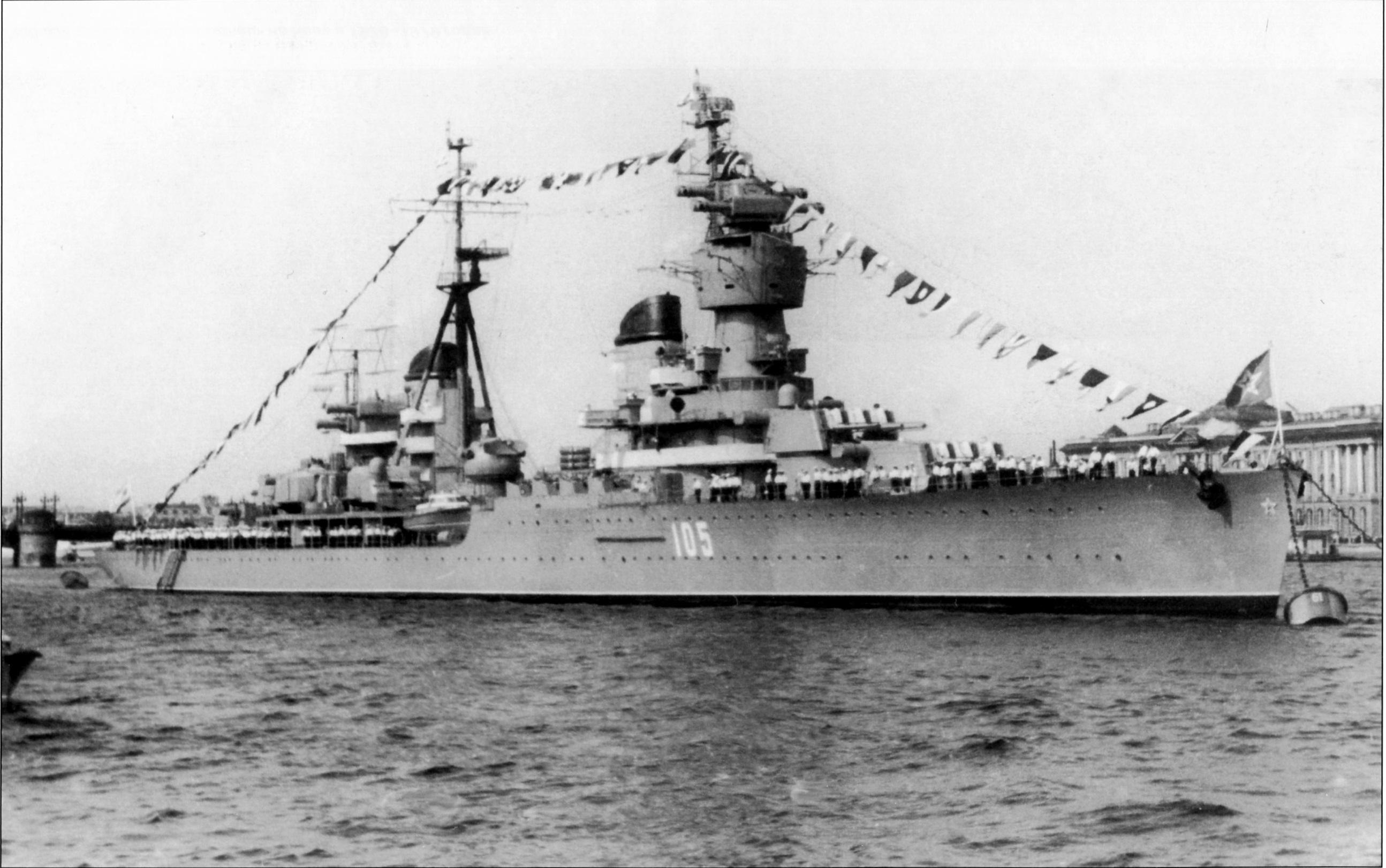 Картинка крейсер сверху в порту